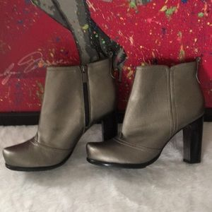 👀🤩👀Ankle Boots by Beverly Feldman